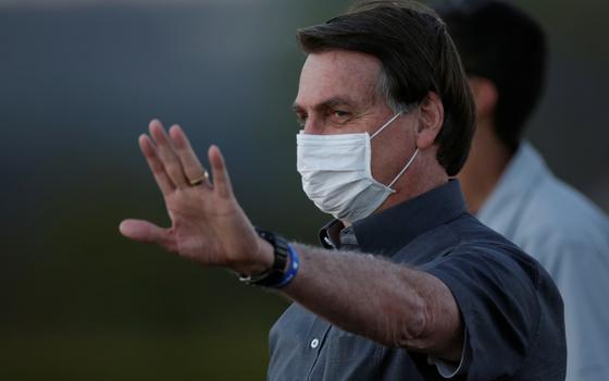 Como Bolsonaro tenta se afastar da marca de 100 mil mortes