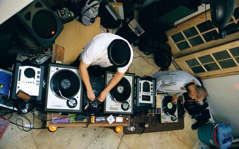 Como a tecnologia impacta a produção de música eletrônica