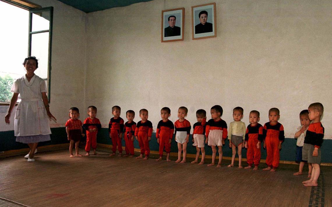 Crianças em enfermaria em Pyongyang