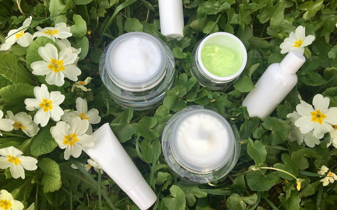 A alta do consumo sustentável, do ramo da alimentação à indústria cosmética, gera uma maior procura por produtos livres de substâncias que agridem o meio ambiente