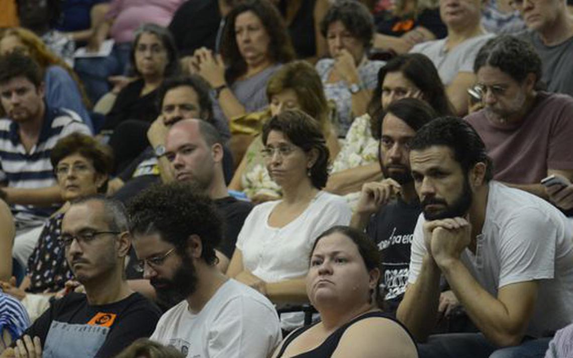 Professores da Uerj em assembleia em março de 2017