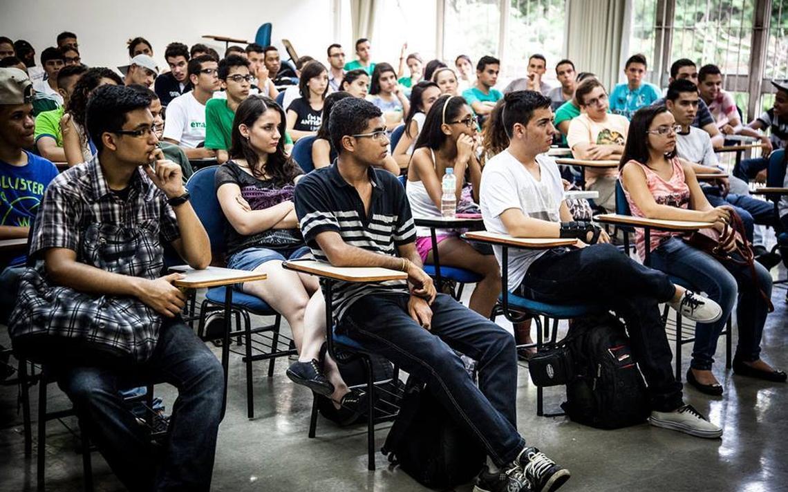 Jovens participam de atividades da Rede Emancipa de cursinhos populares