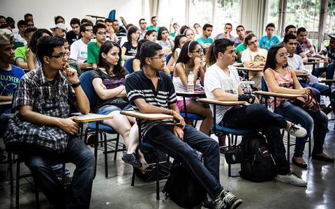 Quais dificuldades jovens de cursinhos populares enfrentam para entrar no ensino superior