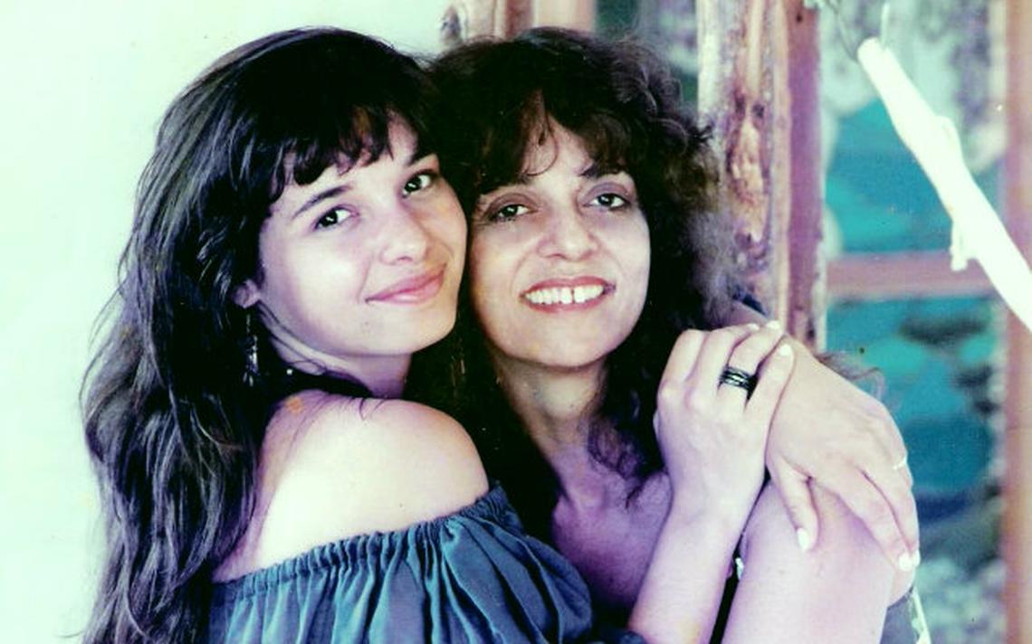 Daniella Perez ao lado da mãe, Glória Perez