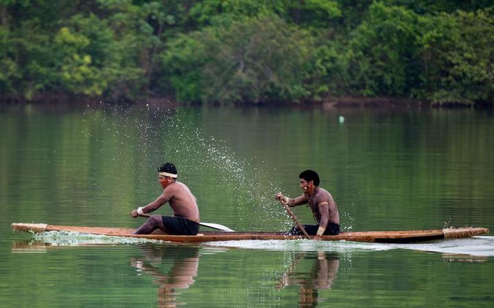 Indígenas treinam canoagem para os Jogos Mundiais dos Povos indígenas, em 2015 em Palmas