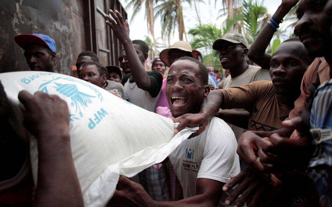 Distribuição de arroz no Haiti