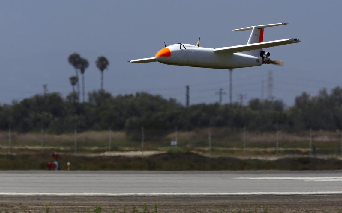 Drone não tripulado em na base naval americana Ventura County Sea Range, em Point Mugu, California, em 2015
