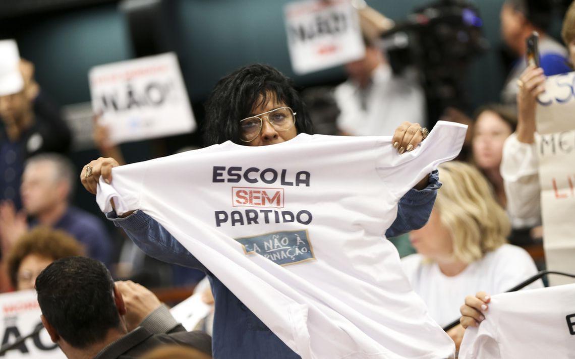Manifestantes a favor do projeto de lei ligado ao Escola sem Partido em reunião da Comissão Especial da Câmara que o discute, em novembro de 2018