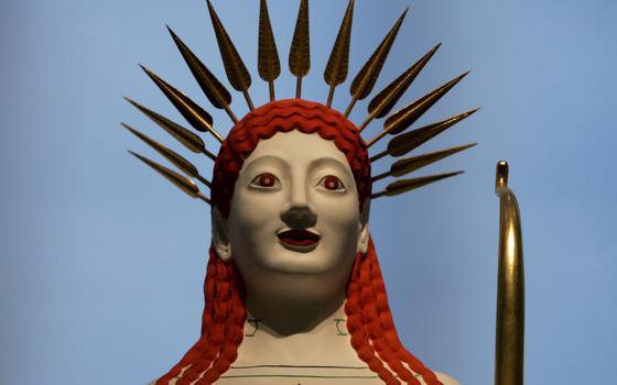 A exposição digital de esculturas gregas e romanas coloridas