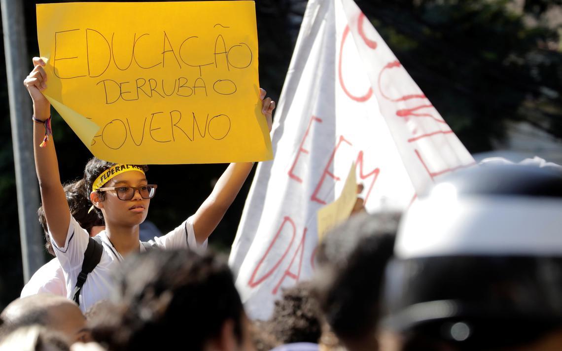 Estudante em protesto contra medidas do governo Bolsonaro, no Rio