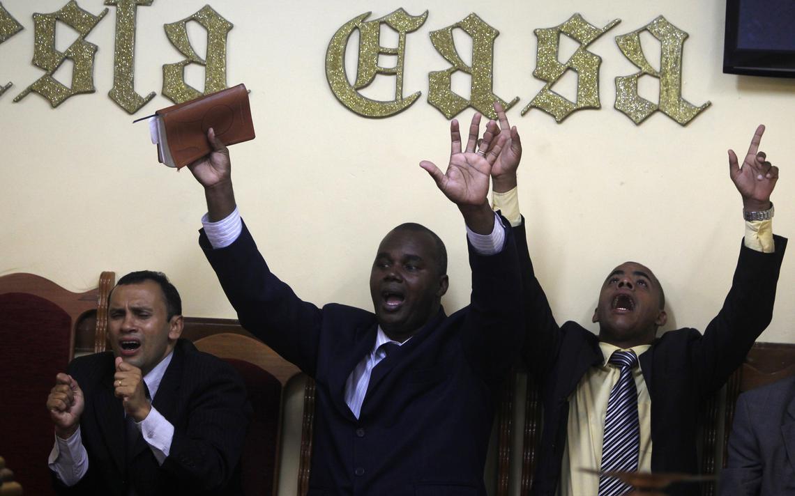 Evangélicos em culto no Bangu