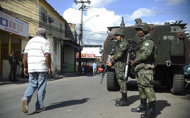 Resultado de imagem para OCUPAÇÃO EXERCITO RIO