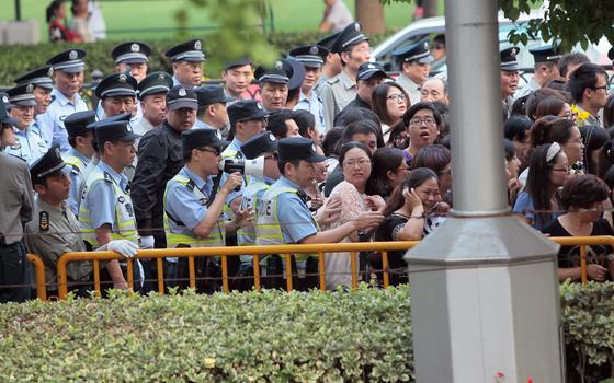 China reprime setor de entretenimento por 'poluir' sociedade