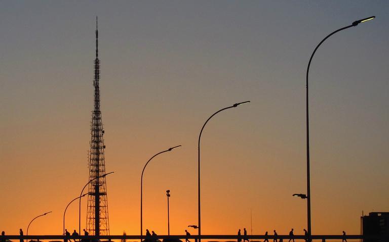 Fim de tarde em Brasília; política que adianta relógio e 'prolonga dia' pode estar com os dias contados
