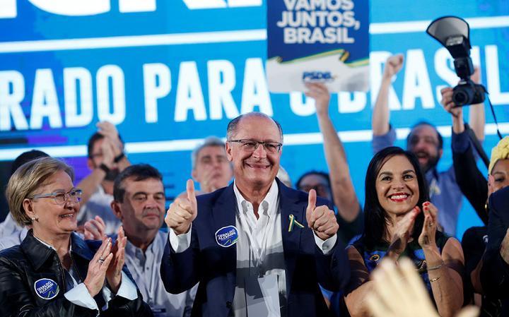 Ana Amélia, do PP (à esq.), Geraldo Alckmin e esposa, Lu Alckmin (à dir.), na Convenção Nacional do PSDB em Brasília