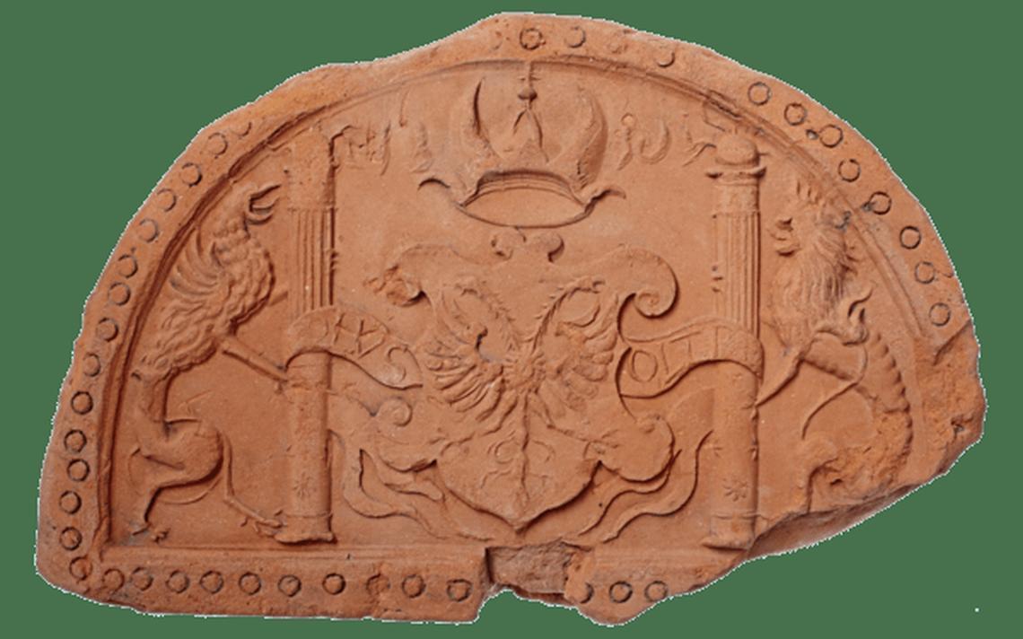 Pedra contendo o brasão do imperador romano Carlos V