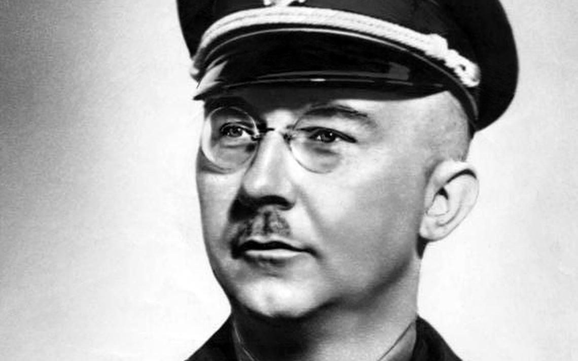 Retrato de Heinrich Himmler de 1938 com uniforme da SS