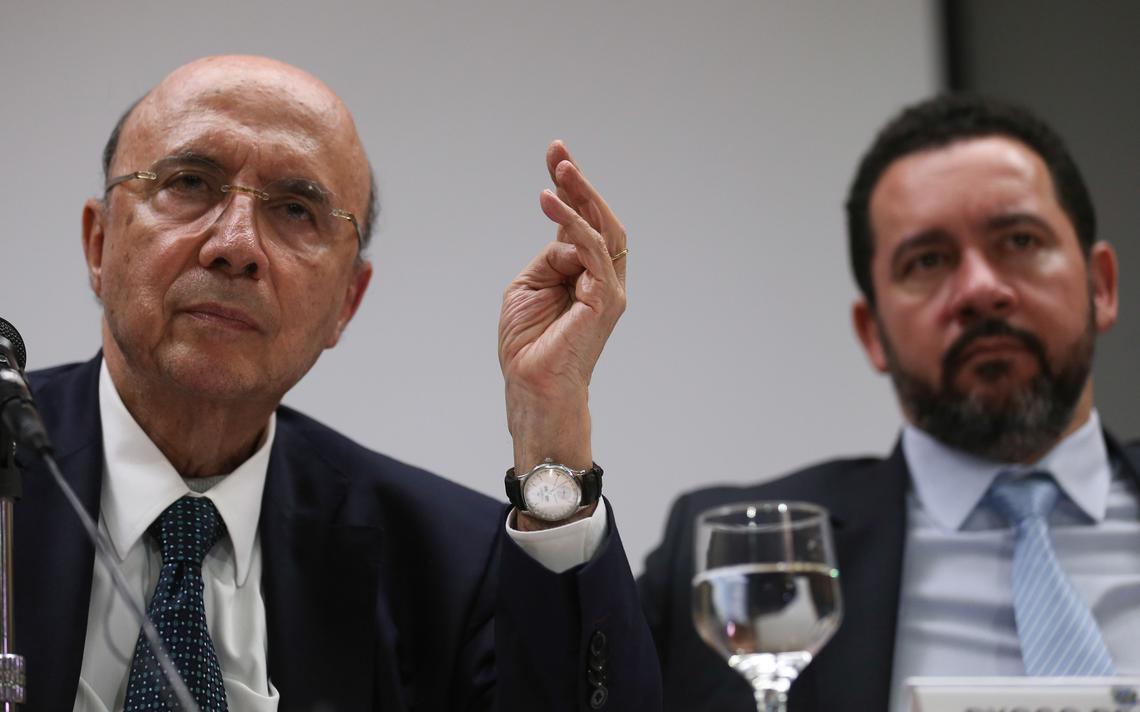 Meirelles e Oliveira durante anúncio do corte de gastos
