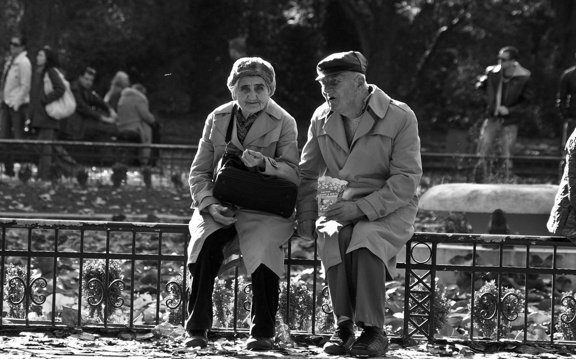 Casal de idosos em Sofia, na Bulgária