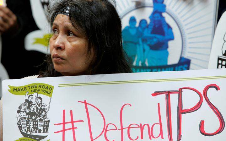 Imigrante salvadorenha Mirna Portillo protesta contra fim do TPS a seu país