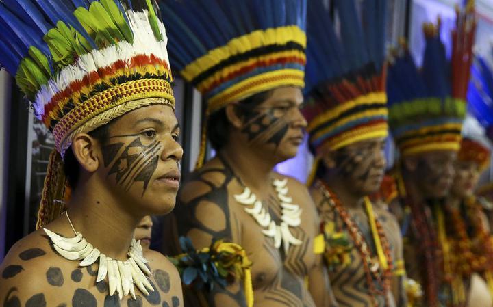 Indígenas durante a entraga da Medalha de Honra ao Mérito Indigenista, em 2017
