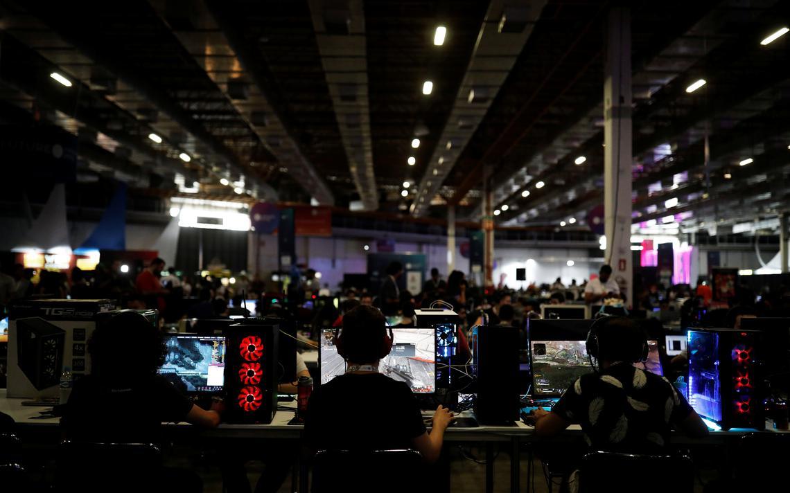 Internautar usam computadores na Campus Party, em São Paulo, em fevereiro de 2019