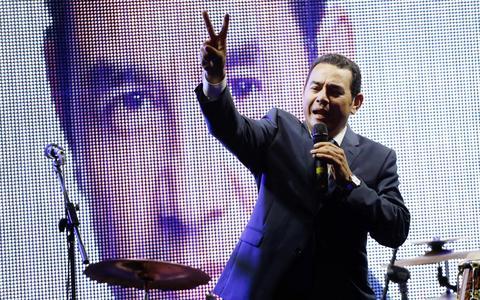 Como o 'Tiririca da Guatemala' engrossa o clima de fadiga da política
