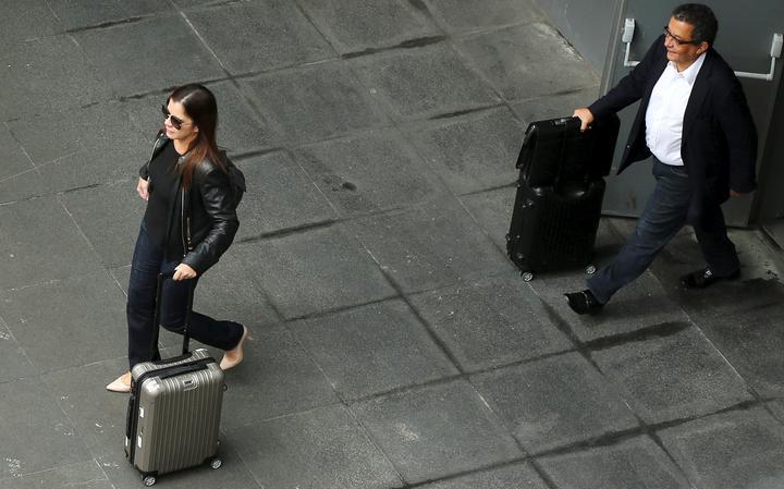 João Santana e Mônica desembarcam em Guarulhos