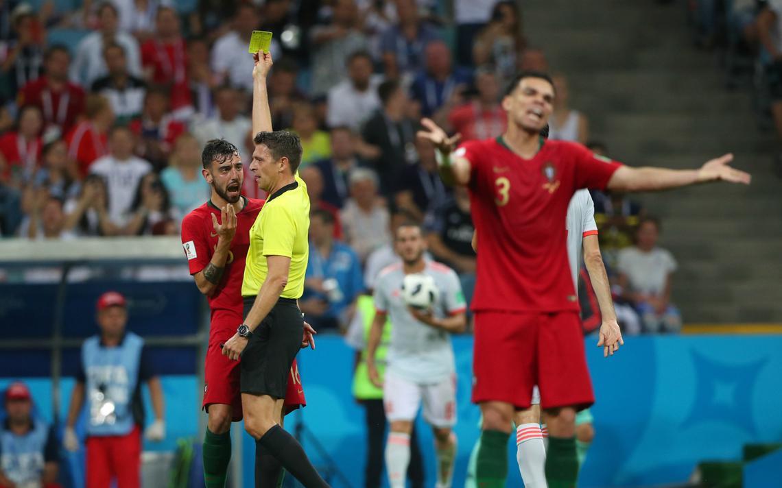 Jogadores portugueses reclamam de cartão em jogo contra Espanha