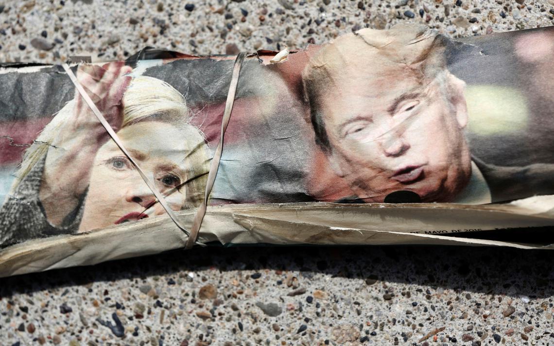 Imagens de Hillary e Trump em capa de jornal