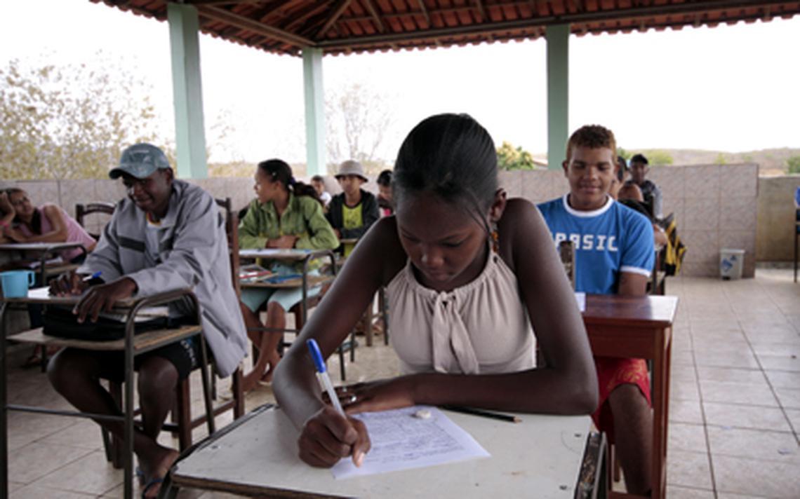Jovens fazem prova em Virgem da Lapa - MG