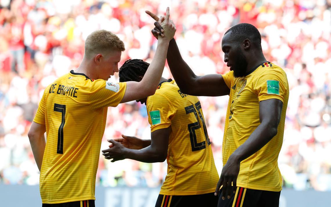 Kevin De Bruyne comemora o terceiro gol sobre a Tunísia na Copa de 2018 com Romelu Lukaku. Apesar de ser pretendido pela seleção do Congo, Lukaku joga pela Bélgica desde os 16 anos