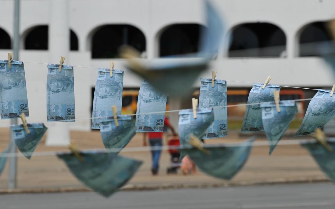 Uma máquina de lavar gigante, que simbolizará os valores sonegados com os artifícios da lavagem de dinheiro do país é instalada na Esplanada dos Ministérios