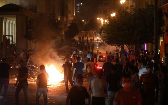 Após a explosão em Beirute, a implosão do governo no Líbano