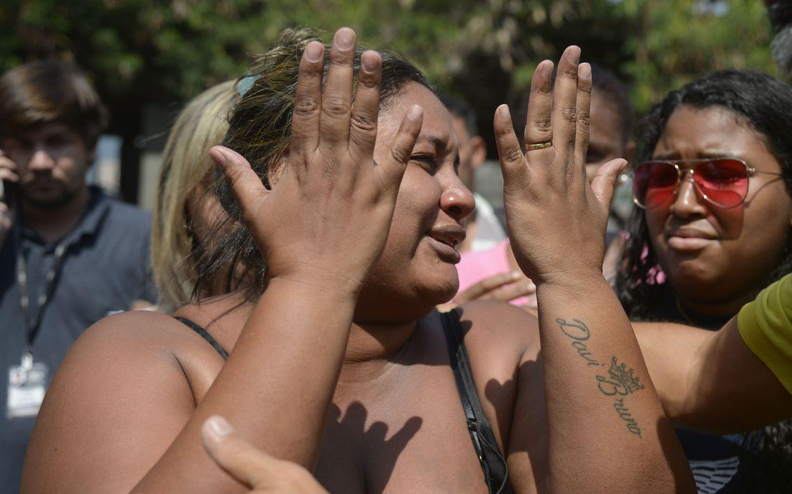 Luciana dos Santos Nogueira no IML do Rio, em 8 de abril de 2019, quando liberou corpo de seu marido, morto em ação do Exército