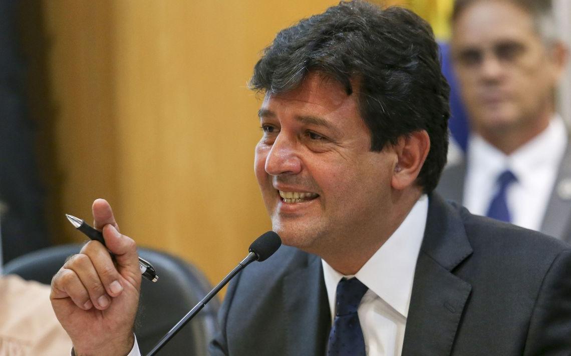 O ministro da Saúde Luiz Henrique Mandetta, que afirmou que faltava apelo científico à cartilha original