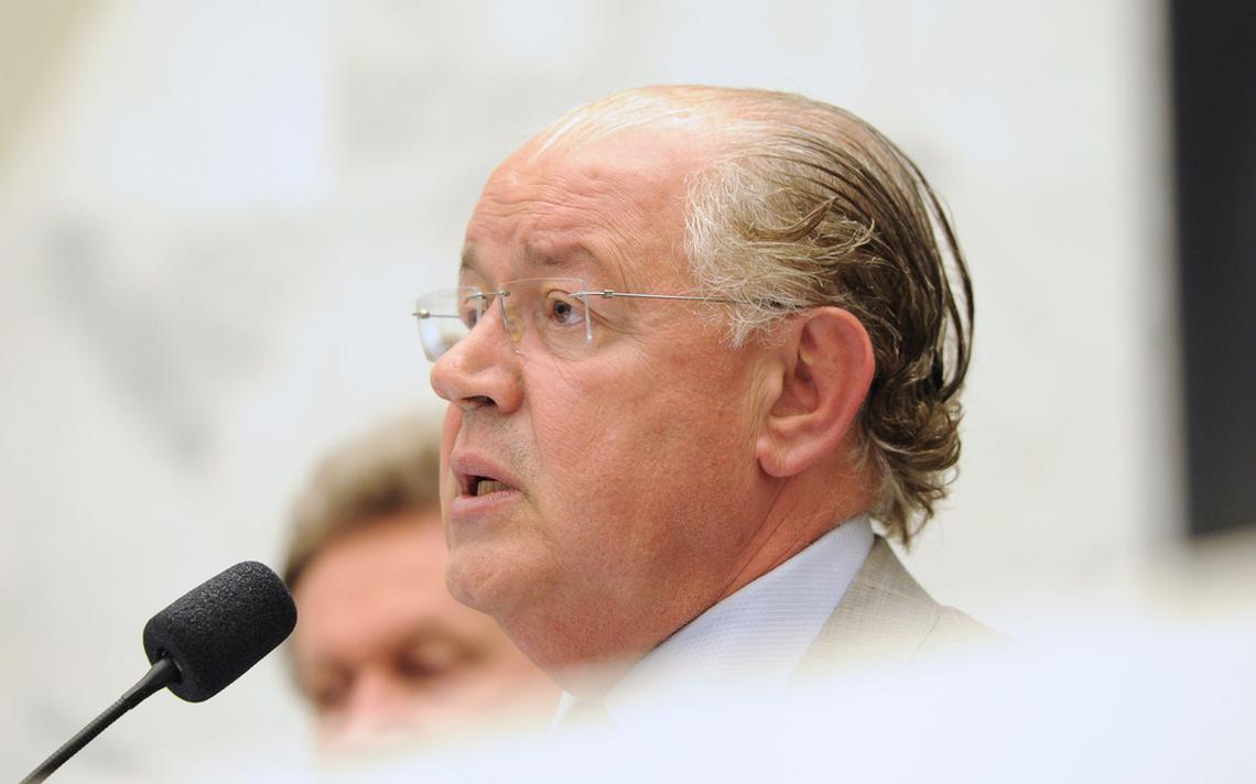 Luiz Carlos Hauly, então Secretário de Estado da Fazenda do Paraná apresenta relatório na Alep