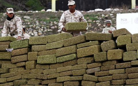 Drogas: outra política, não ausência de política