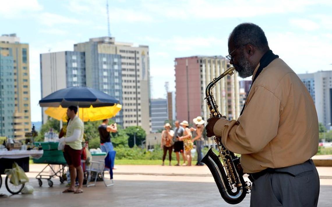 Músico se apresenta em Brasília