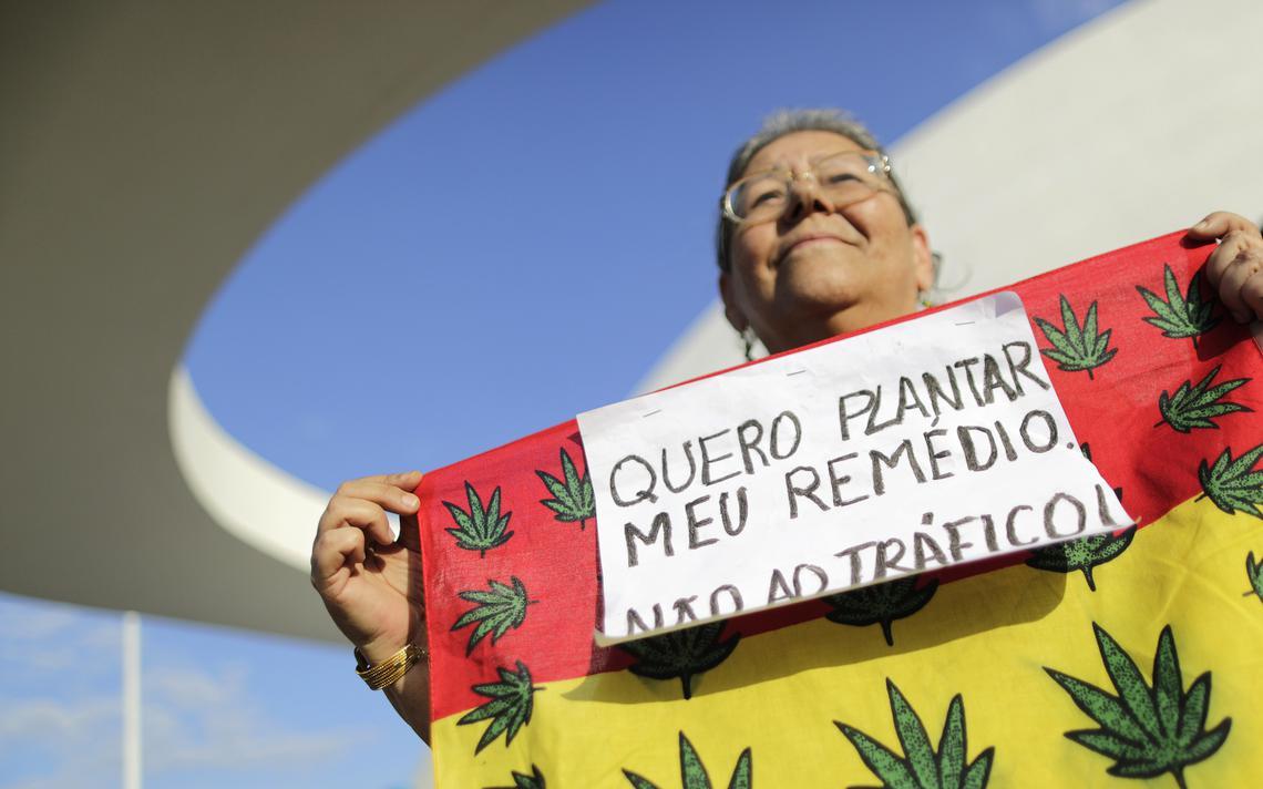 Mulher em marcha a favor da legalização da maconha, em Brasília, em 2014