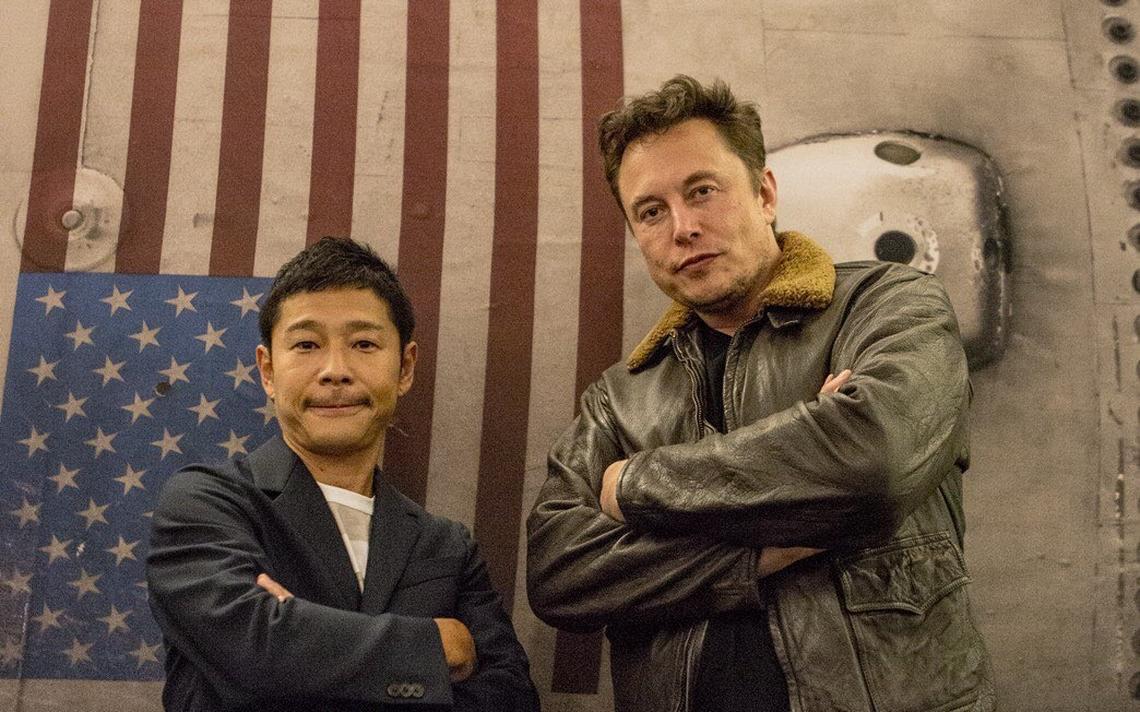 O dono da SpaceX, Elon Musk, ao lado do primeiro turista lunar Yusaku Maezawa