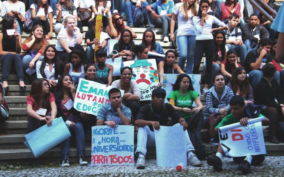 Manifestação de alunos de cursinhos populares pela implantação de cotas nas universidades públicas estaduais de São Paulo