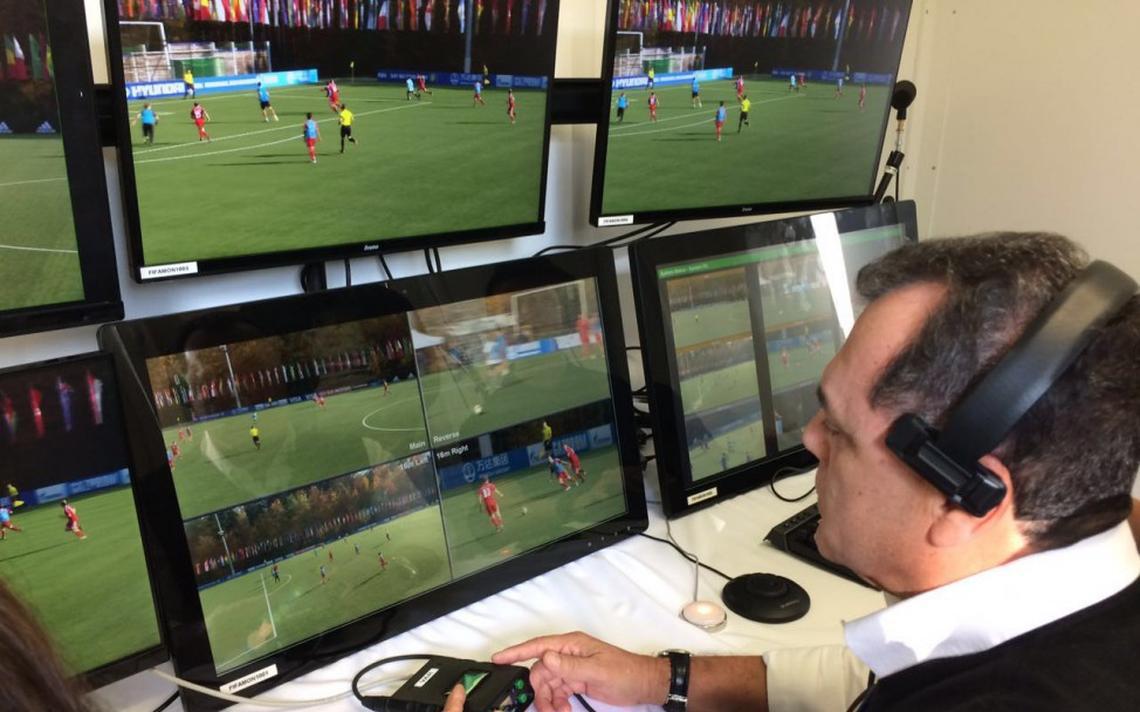 Manoel Serapião no workshop do IFAB sobre árbitros de vídeo, em Zurique