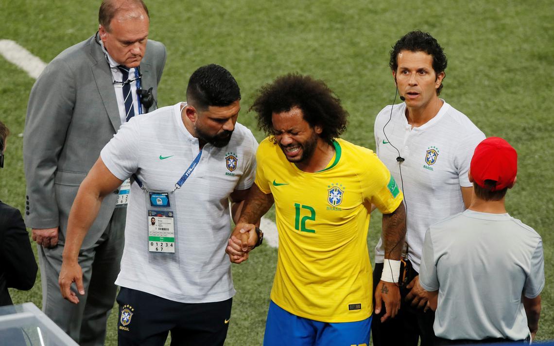 Marcelo foi substituído no começo do jogo contra a Sérvia pela Copa do Mundo, com dores na coluna