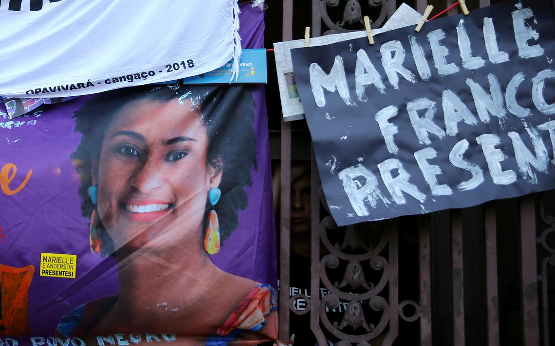 Foto de Marielle durante ato em março de 2018, do lado de fora da Câmara dos Vereadores do Rio
