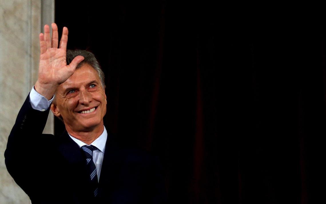 O presidente argentino, Mauricio Macri, acena em sessão no Congresso