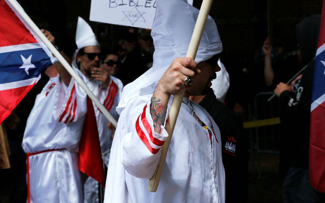 Membros da KKK (Klu Klux Klan) participaram de marcha em Charlottesvile, em julho de 2017