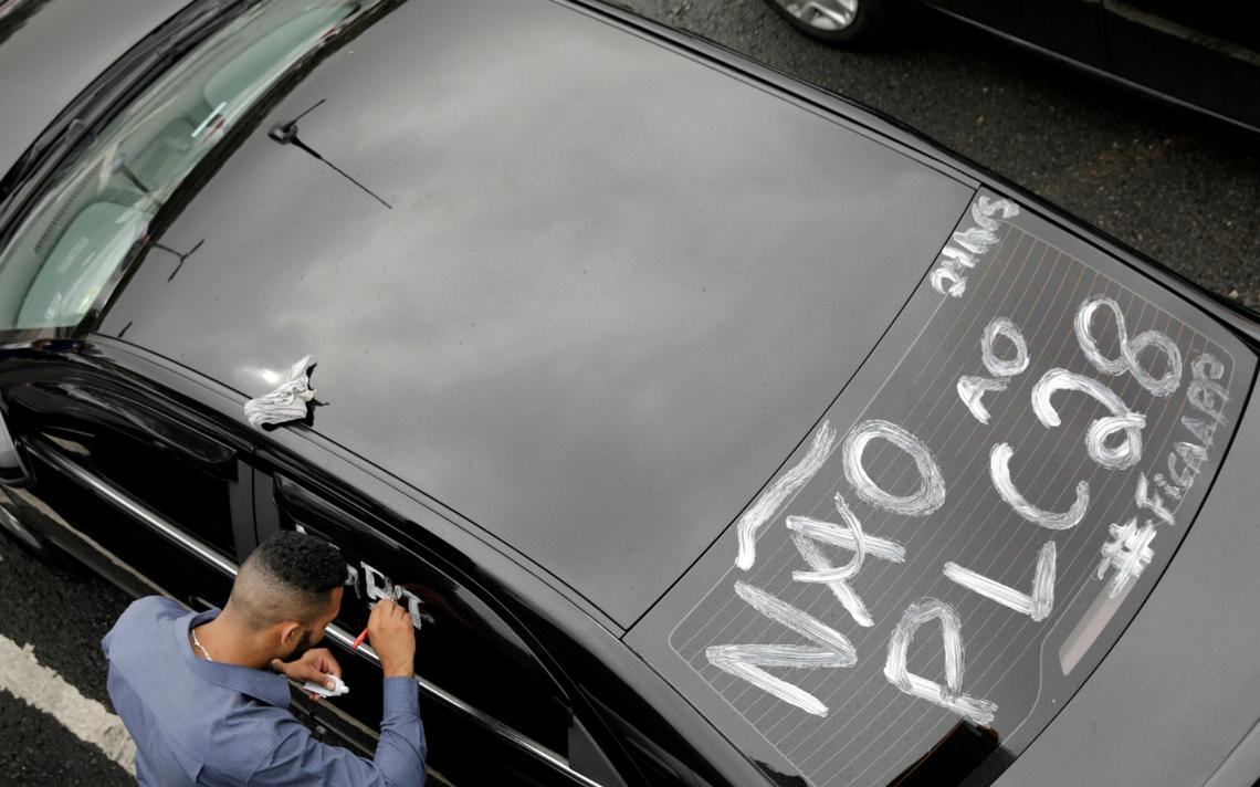 Motoristas de Uber protestam em São Paulo contra projeto a ser votado no Senado