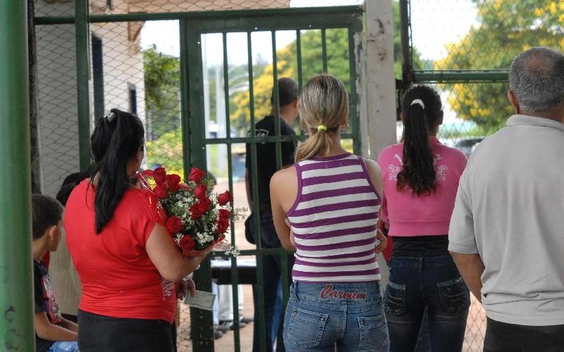 Portão do Presídio Feminino de Brasília, conhecido como Colméia, em 2007