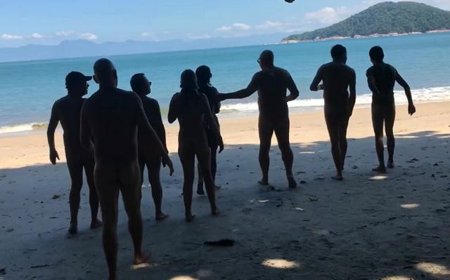 Naturistas frequentam praia em Ubatuba há quatro meses em busca de aprovação da prática no local